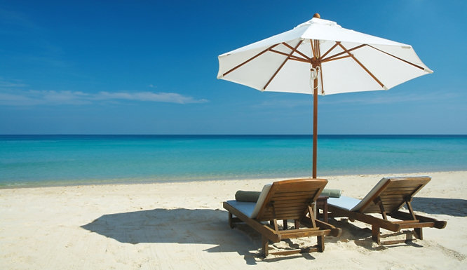 holiday-travel-tips-Haggle-Package-Deal-bucket-spade-beach